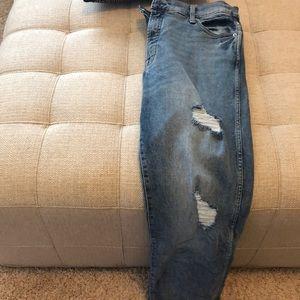 Gently used- Gap Woman's Ripped Boyfriend Jeans